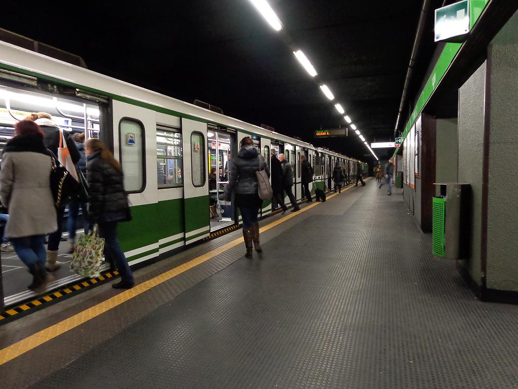 Milano_metropolitana_Romolo_treno